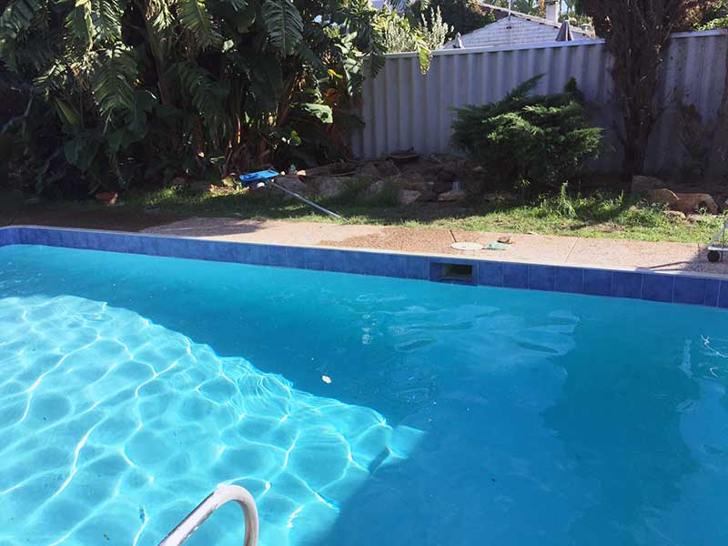 damaged-fibreglass-pool-liner-after-reno-1